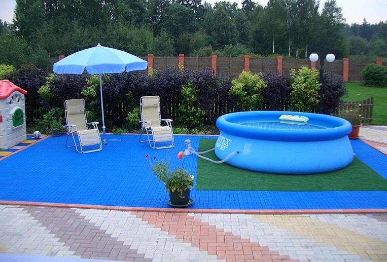 Площадка у бассейна